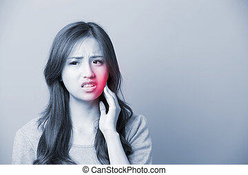 A Woman feel toothache