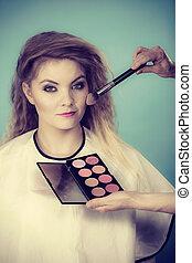 aan het dienen, kunstenaar, makeup borstel, vrouwlijk, rouge, controleren