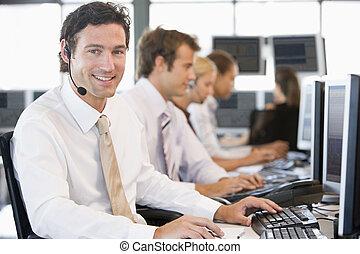 aandeel traders, werken aan, computers