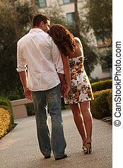 aangenemenen paar, uitdrukken, hun, liefde, voor, elkaar