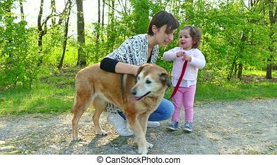 aanhalen, kind, dog, gezin, moeder