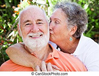 aanhankelijk, senior, -, paar, kus