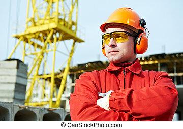 aannemer, de arbeider van de bouw, bouwterrein