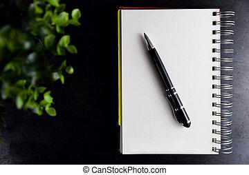 aantekenboekje, met, een, potlood, op, een, verroest metaal, achtergrond