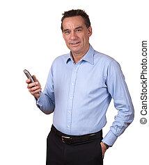 aantrekkelijk, glimlachende mens, vasthoudende telefoon