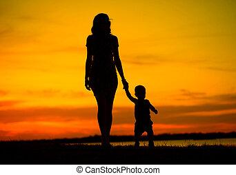 aantrekkelijk, jonge, moeder, op, de, wandeling, met kind