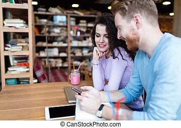 aantrekkelijk, scholieren, leren, samen, in, coffeeshop