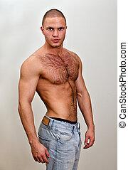 aantrekkelijk, shirtless, mannelijke , in, jeans, op, grijze , achtergrond
