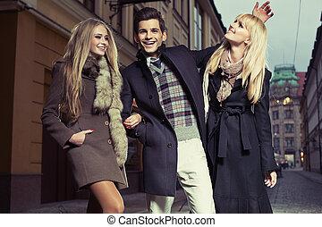 aantrekkelijk, trio, het genieten van, overtollige tijd