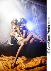 aantrekkelijk, vier, dames, het poseren, in, sexy lingerie