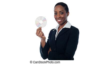 aantrekkelijk, vrouw, in, formals, vasthouden, cd