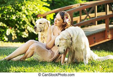 aantrekkelijk, vrouw, met, twee, honden