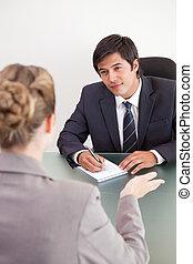 aanvrager, verticaal, directeur, het interviewen, vrouwlijk, het glimlachen