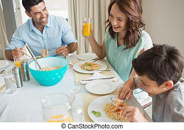 aanzicht, gezin, drie, het dineren, hoog, tafel, hoek