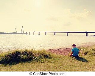 aanzicht, spelend, verkeer, hoog, groot, baai, straat, op, brug, jongen, torens, voor de kust, spel, twee