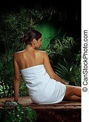 aanzicht, van, aardig, jonge vrouw , het peinzen, in, spa, keerkring, milieu