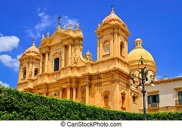 aanzicht, van, baroke trant, kathedraal, in, oude stad, noto, sicilië