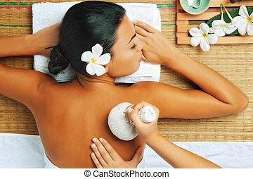 aanzicht, van, jonge vrouw , in, spa, milieu, is, wezen, massaged