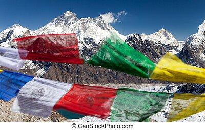aanzicht, van, opstellen, everest, met, boeddhist, gebed, vlaggen