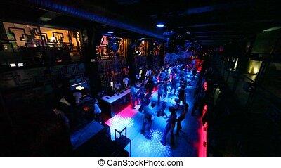 aanzicht, van, over, op, mensen, dancing, in, nightclub,...