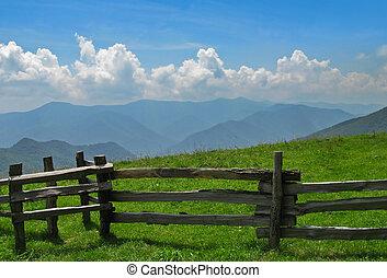 aanzicht, van, rokerige bergen