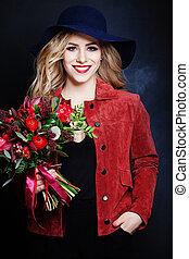 aardig, meisje, mannequin, met, rode bloemen