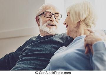 aardig, oudere man, hebben, een, gesprek