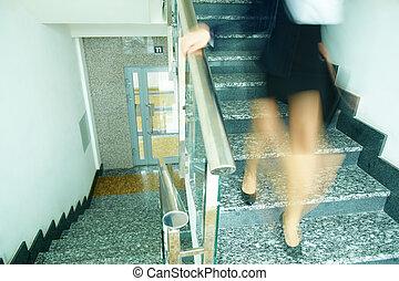 abajo, el, escalera