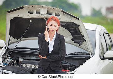 abajo, mujer coche, se estropeó
