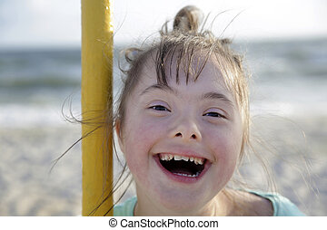 abajo, retrato, niña, síndrome, sonriente