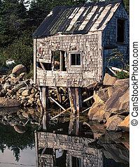 abandon fishing shack