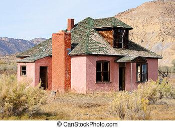 abandonado, farmhouse, em, morrendo, cidade