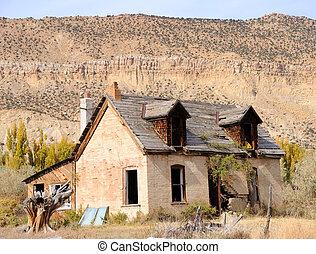 abandonded, farmhouse, em, morrendo, cidade
