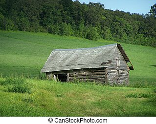 Abandoned building in hills - Shack in countryside