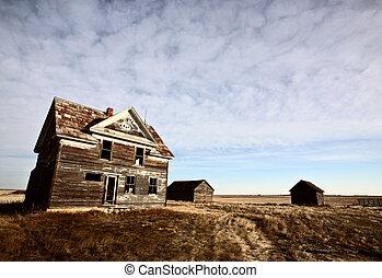Abandoned farm house on the Prairies