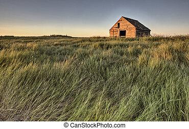 Abandoned Farmhouse Saskatchewan Canada sunset and prairie ...