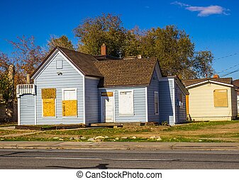Abandoned Home With Boarded Up Doors & Windows - Old Boarded...