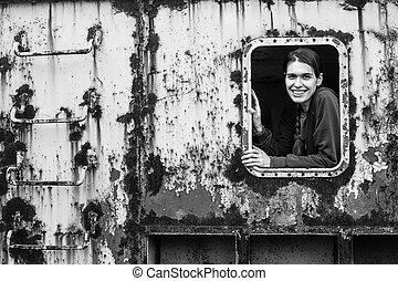 abandoned., ipari, konténer, kisasszony, ablak., portré