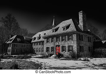 Abandoned retreat - Abandoned spiritual retreat