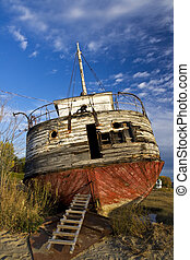 Abandoned shipwreck ashore - Photo of an abandoned shpireck...