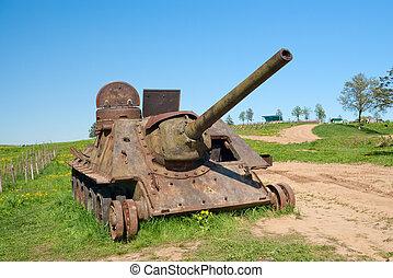 SU-100 artillery unit - Abandoned SU-100 artillery unit with...