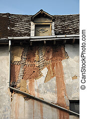 Abandoned timbered house - Visual frame and clay under the ...
