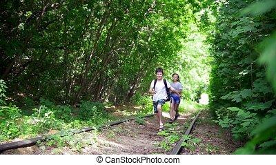 abandonnés, ensoleillé, ados, courant, forêt, ferroviaire, jour, heureux