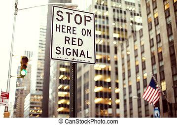 abbahagy, itt, képben látható, piros, jelez