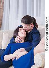 abbraccia, coppia incinta