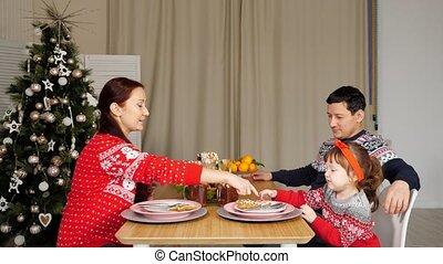 abendessen, familie, getränk, sitzen, glücklich, getränke, festlicher