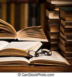 aberta, livro, mentindo, ligado, a, estante
