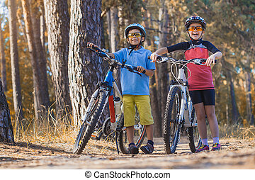 abicycles, helm, geitjes, zonnig, forest., buitenshuis, kinderen, cycling