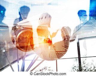 ablegen, von, a, modern, flugzeug, und, doppelte belichtung, mit, silhouetten, von, passagiere, in, der, flughafen