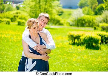 abraço, de, a, homem, ela, amado, e, futuro, pais
